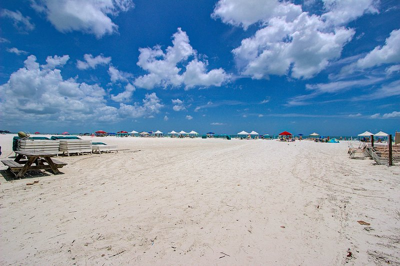 Siesta Key Crescent Beach with cool white sand. - 1BR Ground Floor Siesta Key Crescent Beach + WiFi - Siesta Key - rentals