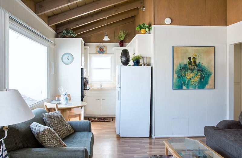 Cute and Cozy! - Beach Hideaway 30 Seconds to Beach/Dining   A/C/Wifi/Washer/Parking/Bikes/Patio - Newport Beach - rentals