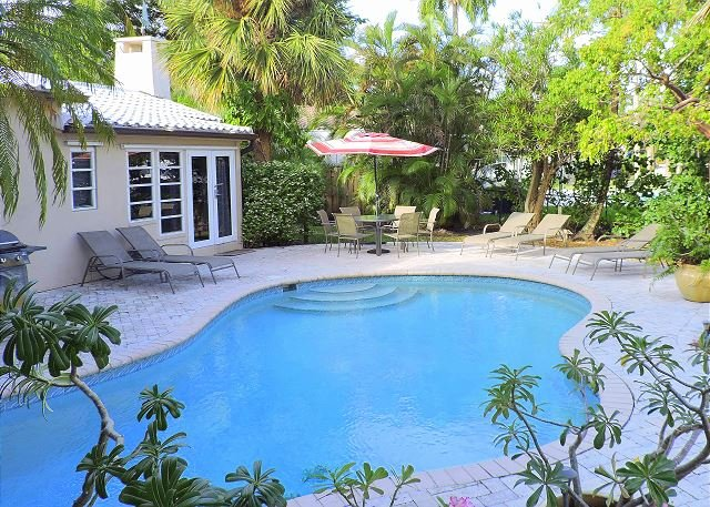 Stunning Victoria Park Waterfront Pool 2 Bedrooms 2 Baths for 6 Guests - Image 1 - Fort Lauderdale - rentals
