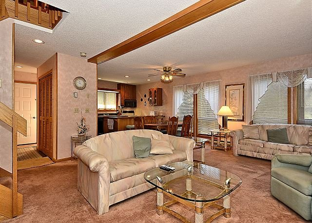 Living Room - Unit 99: Elegant 3 bedroom condo located just minutes from prime skiing in WV - Davis - rentals