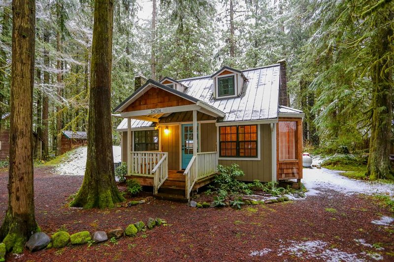 Beautiful dog-friendly chalet with private hot tub, fire pit, & mountain views! - Image 1 - Rhododendron - rentals