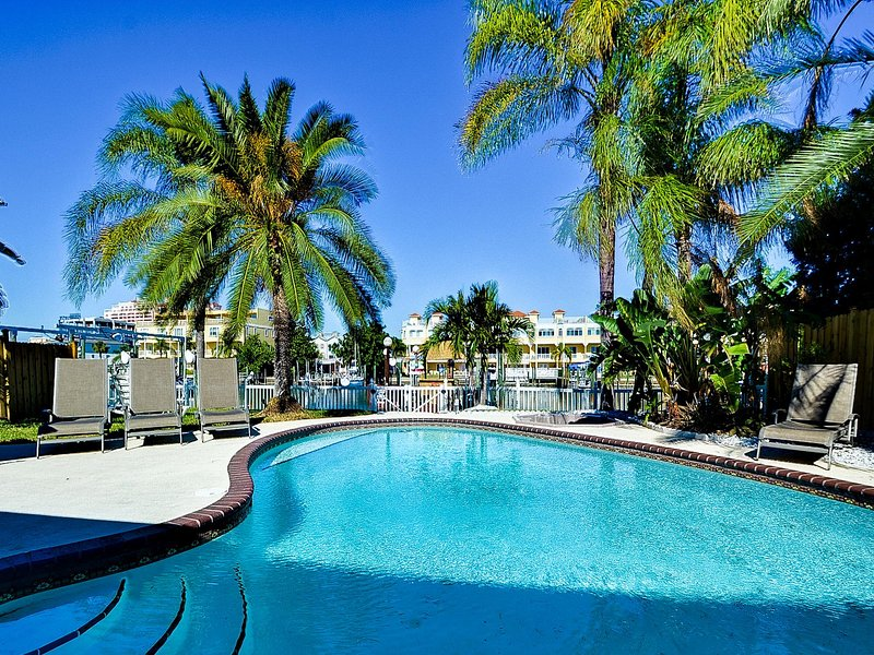 Perfect vacation setting - Bay Breeze House Beautiful 3.5 bedroom Waterfront home with pool - Clearwater Beach - rentals