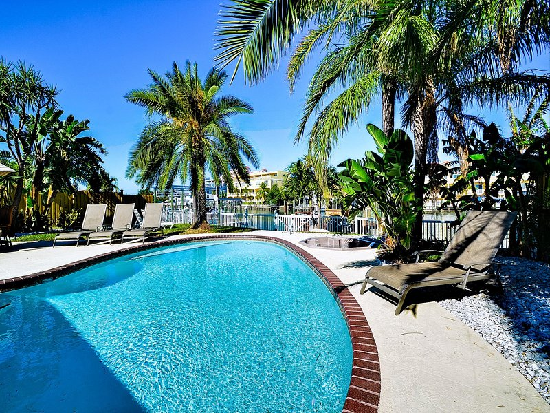 Enjoy the salty air and warm breeze as you bask in the sun... with sunblock of course. - Bay Breeze House Beautiful 3.5 bedroom Waterfront home with pool - Still - Clearwater Beach - rentals