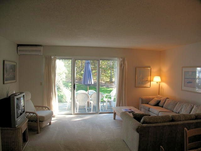 Living Area - Ocean Edge - King Bed - sleeps 6 with pool pass access - HO0091 - Brewster - rentals