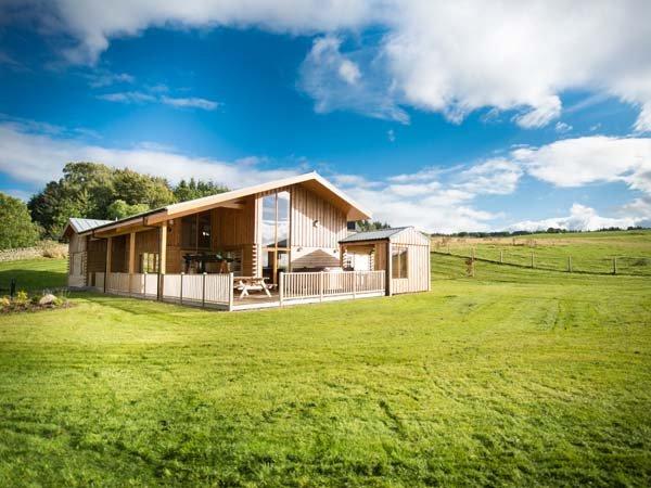ATLAS, quality accommodation with hot tub, sauna barrel, views, eco heating, Cawdor, Inverness Ref 904501 - Image 1 - Dalcross - rentals