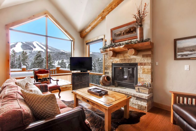 Enjoy slope views for the cozy living room - Lakota Antlers 509 - Winter Park - rentals
