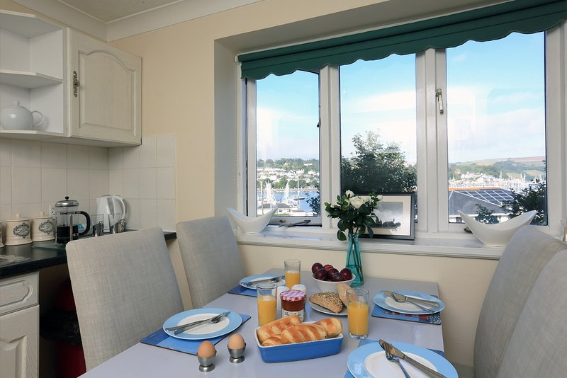 4 Riverside Wharf located in Dartmouth & Kingswear, Devon - Image 1 - Dartmouth - rentals
