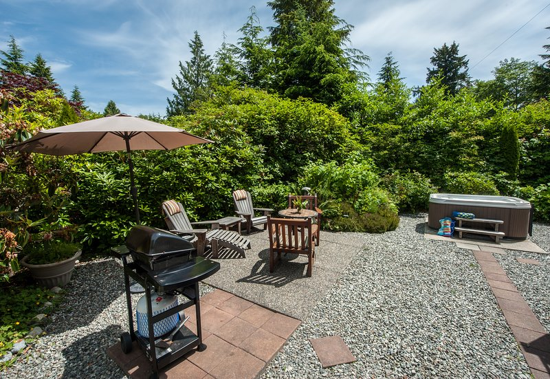 Private Patio/Garden with Hot Tub, BBQ and Outdoor Shower - Surf Shack Cabin with Private Hot Tub at Chesterman Beach - Tofino - rentals