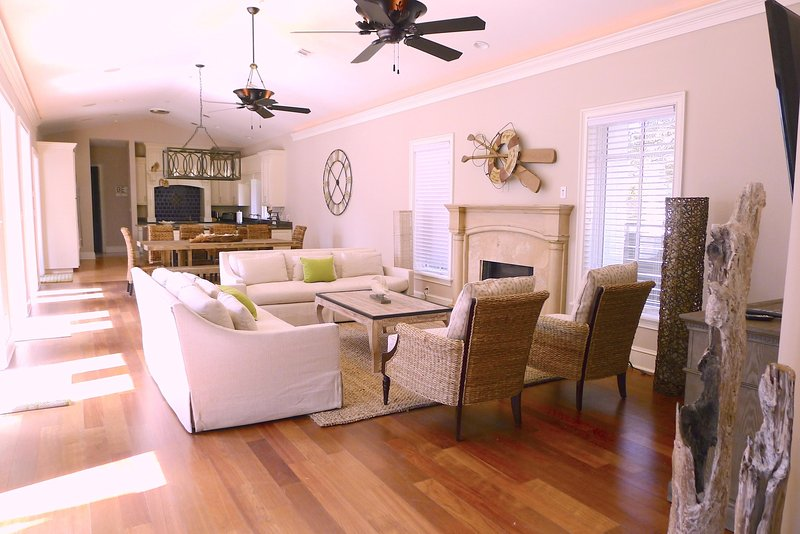 Starfish is an Open Concept Living Room, Dining Room and Kitchen that is perfect for large families. 6 Bedroom, Sleeps 18. - STARFISH - Rosemary Beach - rentals