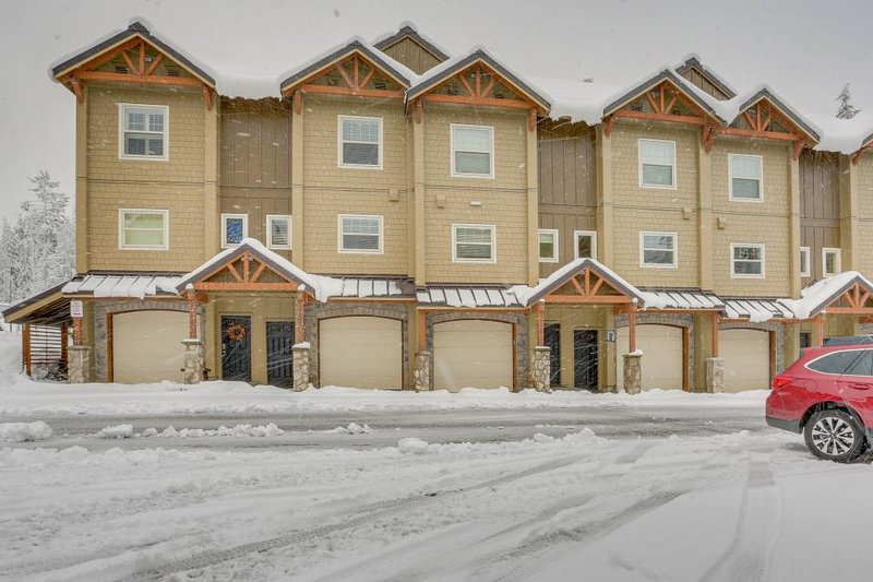 Upscale mountain lodge condo with shared pool, hot tub, & sauna! - Image 1 - Government Camp - rentals