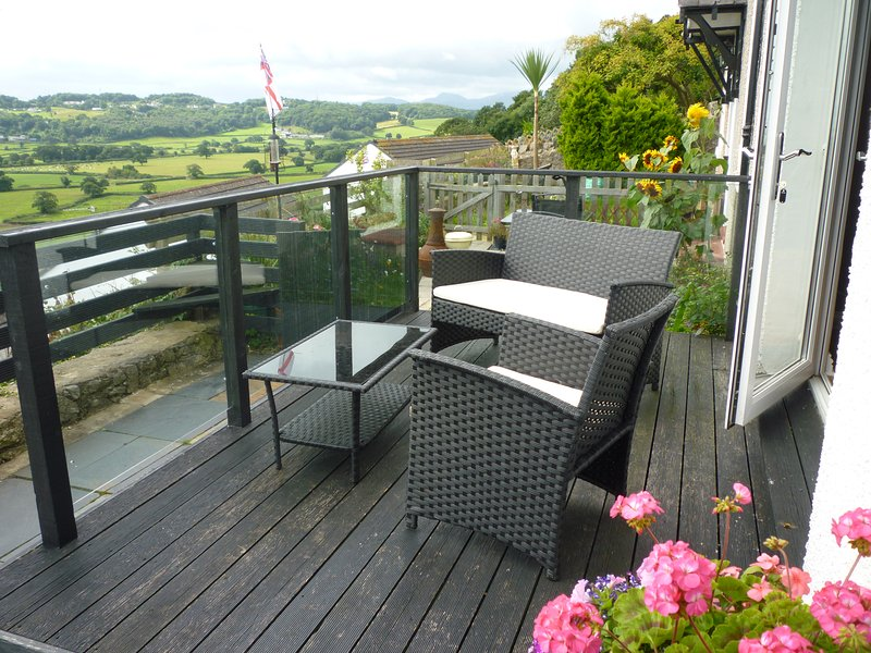 Far reaching sea and countryside views from the decking. - 1 Saron Cottages - Llandudno - rentals