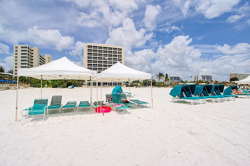 Siesta Key Crescent Beach with cool white sand. - 2BR2BA 2nd Floor Siesta Key Crescent Beach FreeWiF - Siesta Key - rentals