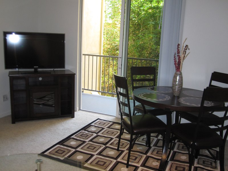 2 min walk to the Promenade, 10 min to the beach - Image 1 - Santa Monica - rentals