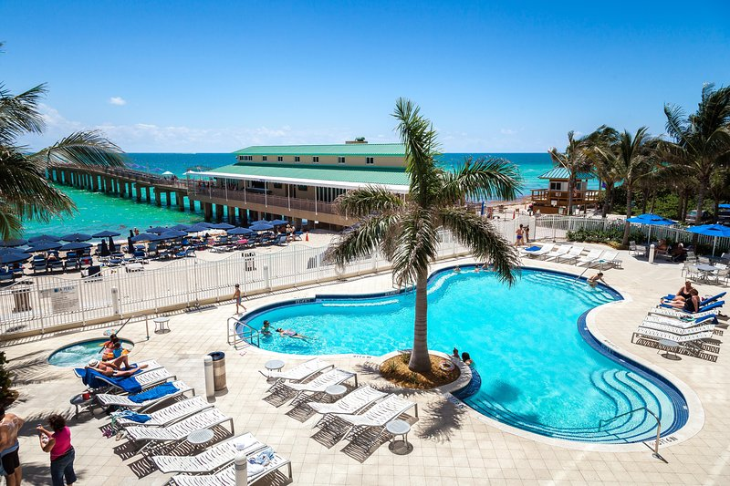 POOL & HOT TUB  - LA PERLA OCEANFRONT ON THE BEACH  2/2  HIGH 20TH FL - Sunny Isles Beach - rentals