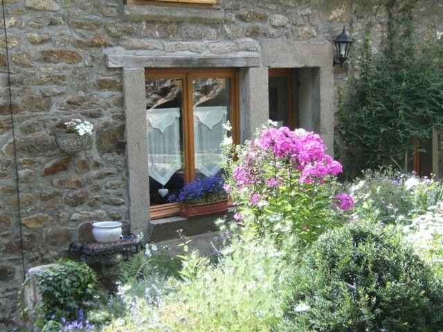 Beautiful 1 bedroom cottage in Dinan (B016) - Image 1 - Dinan - rentals