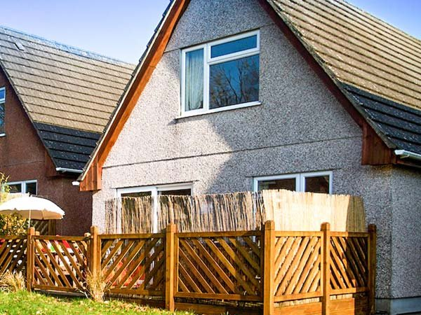 DARTMOOR VALLEY LODGE, four bedrooms, hot tub, on-site facilities, on holiday park, Gunnislake, Ref 933451 - Image 1 - Gunnislake - rentals