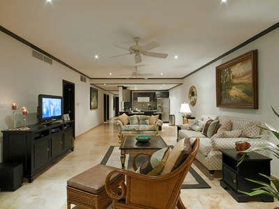 3 Bedroom Apartment with Jacuzzi in Paynes Bay - Image 1 - Holder's Hill - rentals
