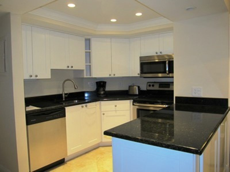 Kitchen - Vanderbilt Towers - Naples - rentals