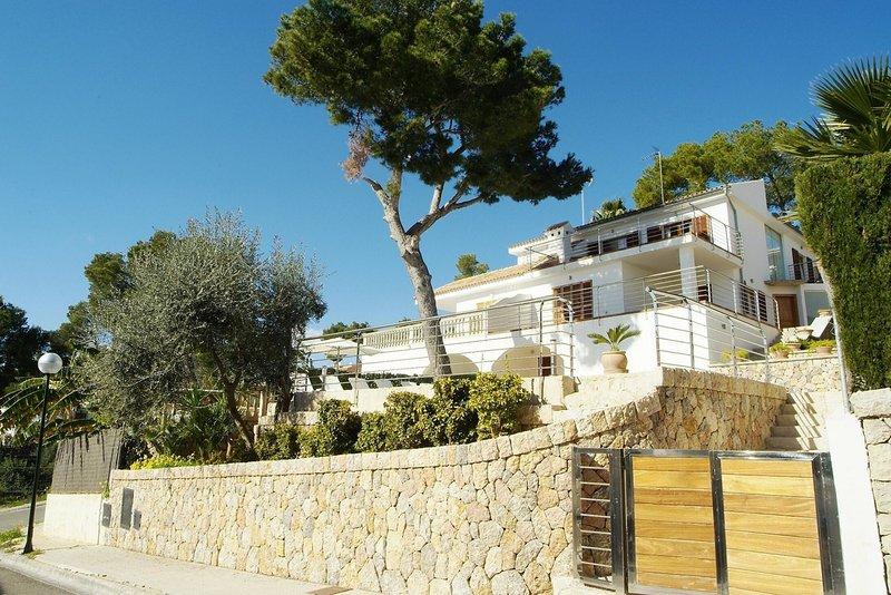 Villa Alcanada - Image 1 - Puerto de Alcudia - rentals