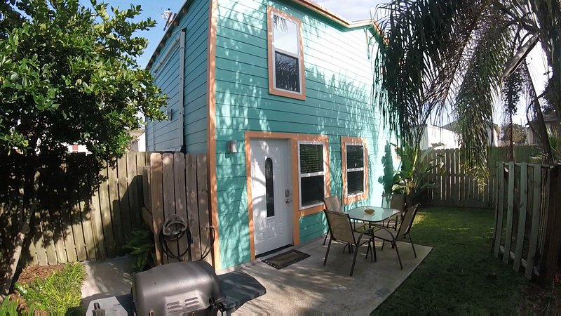Beach Side Bungalow - Image 1 - Galveston - rentals