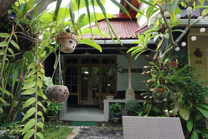 Sandat suite private entrance and veranda with views to pool and garden. Queen bed + double sofa bed - Angel House Ubud: Boutique B&B; Sandat Suite King bed + sofa bed - Ubud - rentals