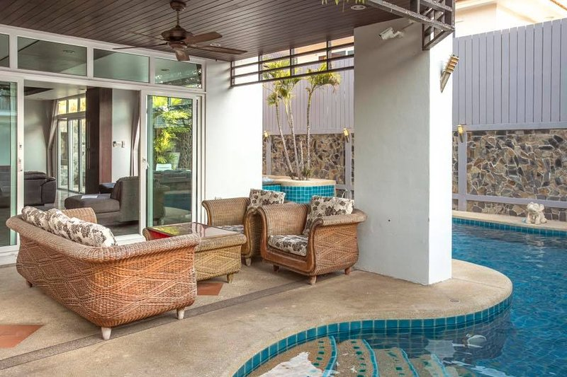 5 bedroom Pool Villa with jacuzzi - Image 1 - Pattaya - rentals
