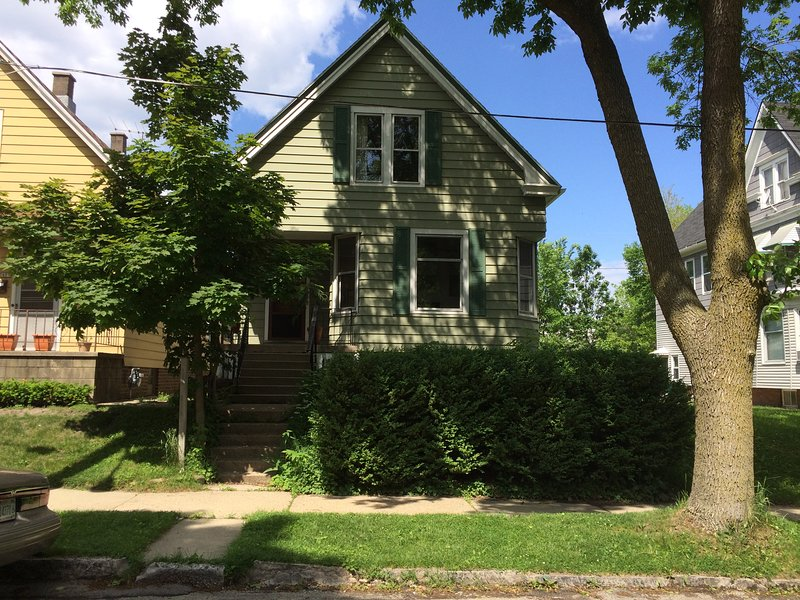 Front of house - 2 BDR Bay View Milwaukee - Oostburg - rentals