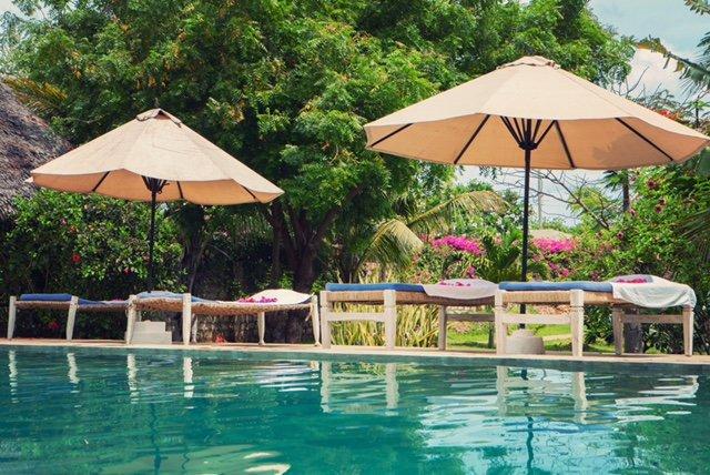 swimming pool with sunbeds and umbrellas to lounge. - Villa Albachiara-Luxury Villa Malindi - Malindi - rentals