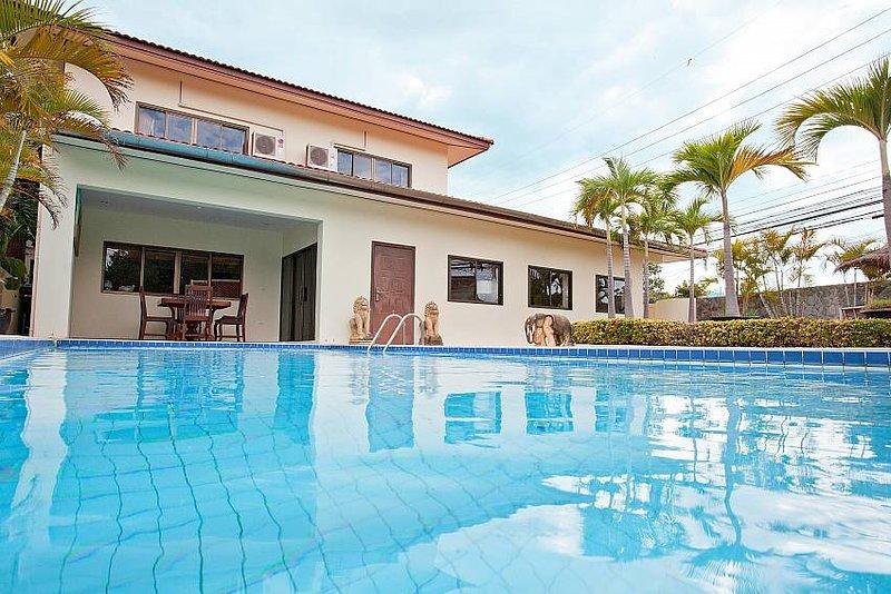 Nai Mueang Klang | 4 Bed Villa with Pool in Central Location Pattaya - Image 1 - Pattaya - rentals