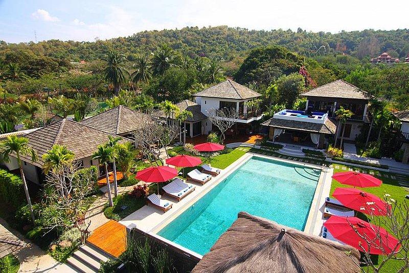 The Tamarind | Stunning 9 Bed Private Resort in Bangsaray Pattaya - Image 1 - Na Chom Thian - rentals