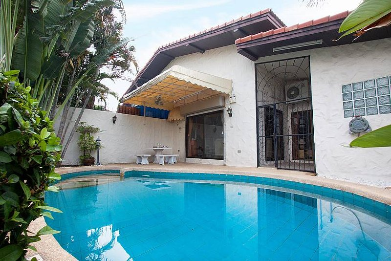 Nai Mueang Noi |  2 Bed Pool Villa Convenient Located in Pattaya City - Image 1 - Pattaya - rentals