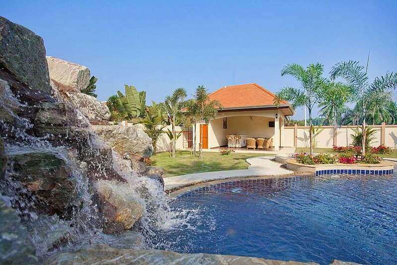 The Chase 8 | Spacious 4 Bed Pool Villa with Outdoor Dining North Pattaya - Image 1 - Nong Pla Lai - rentals