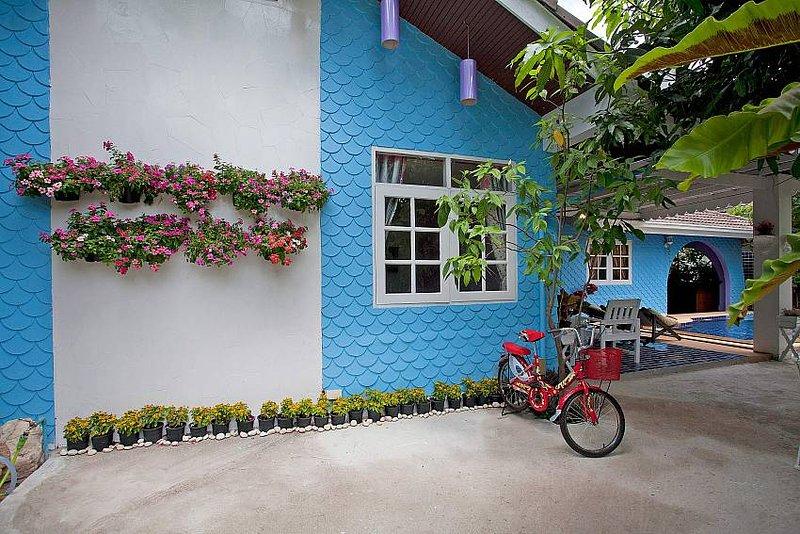 Jomtien Paradise Villa   5 Bed Property with Jet Pool and Sauna in Pattaya - Image 1 - Jomtien Beach - rentals