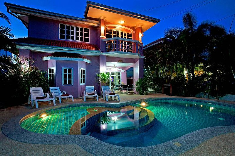 5 bed villa 1km to Jomtien beach - Image 1 - Jomtien Beach - rentals