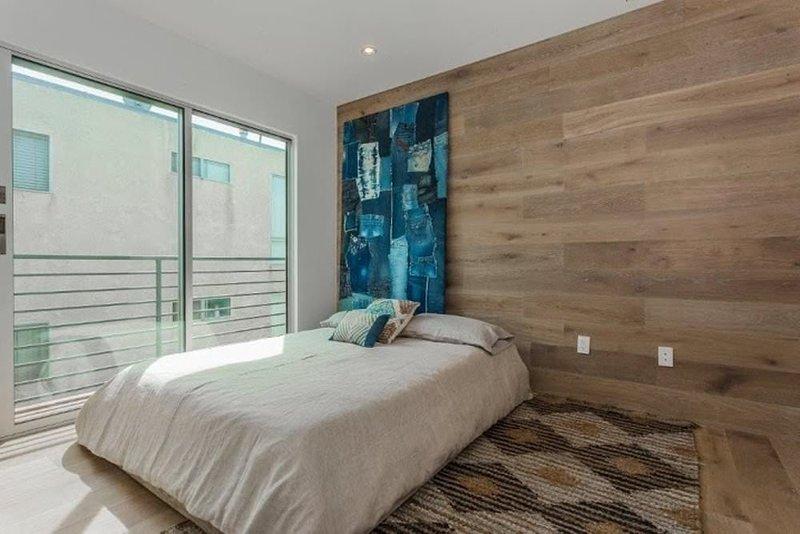 Furnished 3-Bedroom Apartment at 4th St & Washington Ave Santa Monica - Image 1 - Santa Monica - rentals