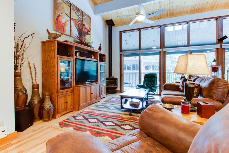 High-end condo with access to amenities - shared pool, hot tub, golf, & more! - Image 1 - Durango Mountain - rentals