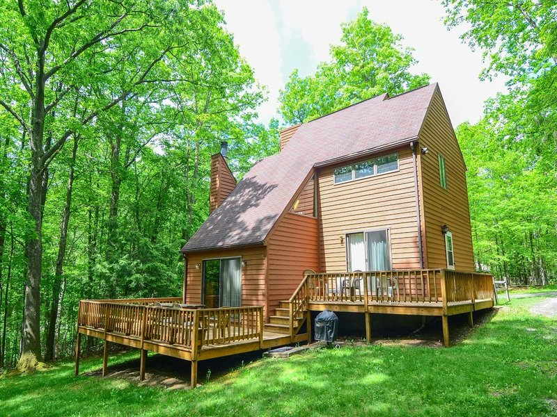 12023ext16.jpg - Embrace the wild and restless energy of this woodlands paradise! Pull up a chair and warm your feet by the fire at Artic Retreat- you'll be glad you did! - Oakland - rentals