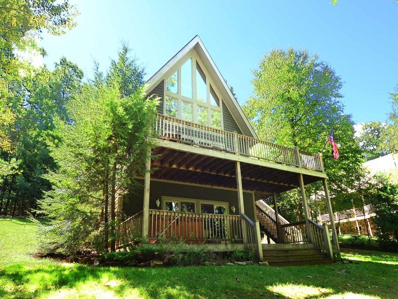 aroviext_13.jpg - Arovista is all you could wish for in a mountain retreat! Stroll through shady trails of trees to your level lakefront for an afternoon of fun and sun. - Swanton - rentals