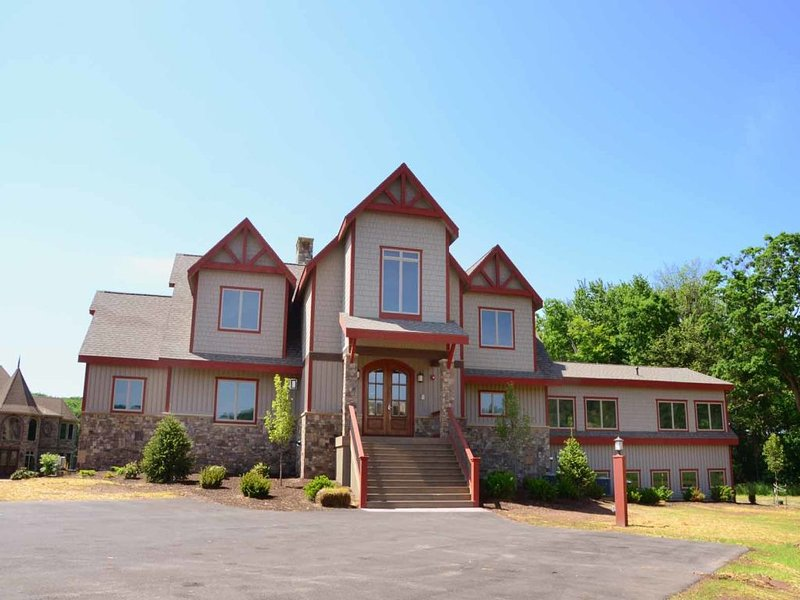 """bblissextb_13.jpg - Go """"Beyond Bliss"""" with this one-of-a-kind luxury home. With all master suites and a lavish level lakefront, this is the perfect place to get away together. - Swanton - rentals"""