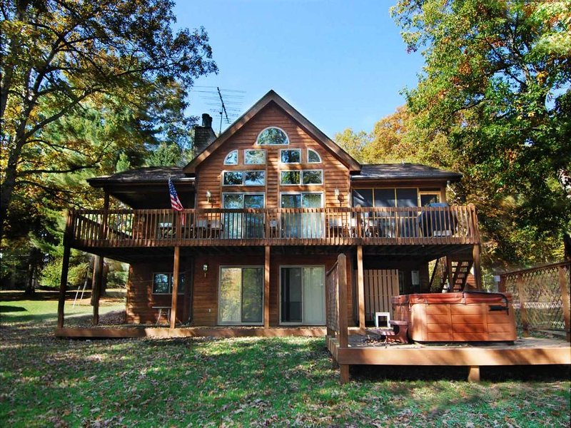 bearcvext_12.jpg - Is it the quiet cove or the sandy beach?  The built-in fire pit or the stunning cedars? With so many options, it's hard to pick the very best part of Bear Cove! - Oakland - rentals