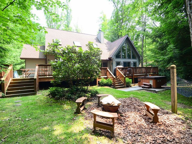 12042ext216.jpg - If you're looking to retreat to the privacy of the woods, Blue Spruce is perfect for you! Discover what serenity looks like from your very own private dock. - Oakland - rentals