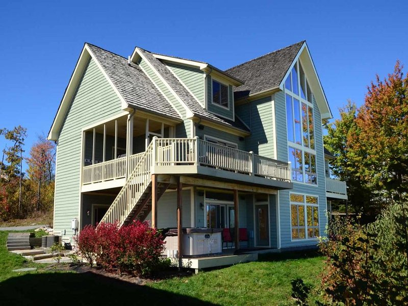 bovistaext_13.jpg - The beautiful woodwork, large stone fireplaces, and spacious kitchen are just some of the ways Boulder Vista perfects the art of the mountain vacation. - McHenry - rentals