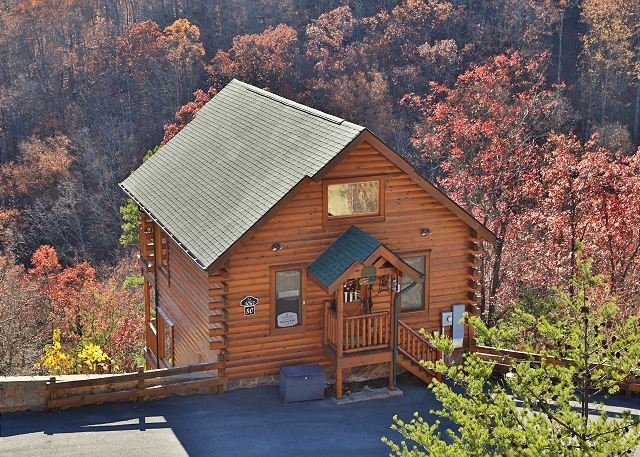 Cabin - Quaint, Cozy, Wide Open Spaces, Resort Pool, Workout Rm., Sauna & Picnic Area - Sevierville - rentals