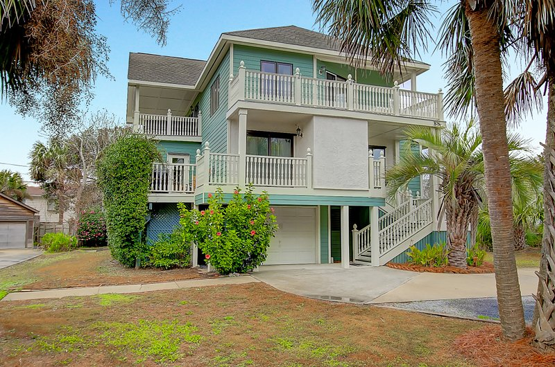 6 BR/5BA Carolina Elegance Beach House IOP - Image 1 - Charleston - rentals