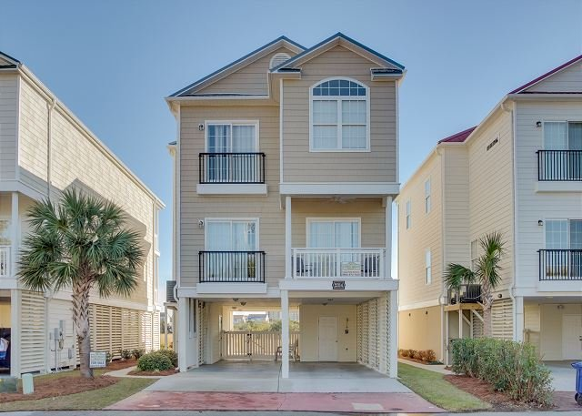 5 bedroom, 4 bath, private house w/private pool, sleeps 14 - Image 1 - North Myrtle Beach - rentals
