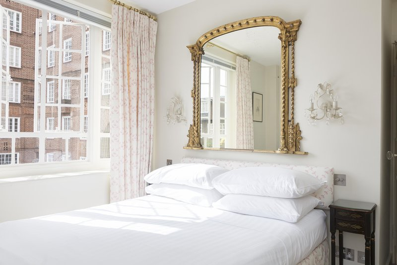 onefinestay - Swan Court private home - Image 1 - London - rentals