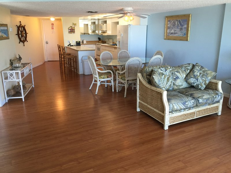 Spacious Layout W/All Wood Flooring - 2/2 W/Direct Ocean Views! - Oceanfront Beach Resort W/Free Secured WiFi! - Key Largo - rentals
