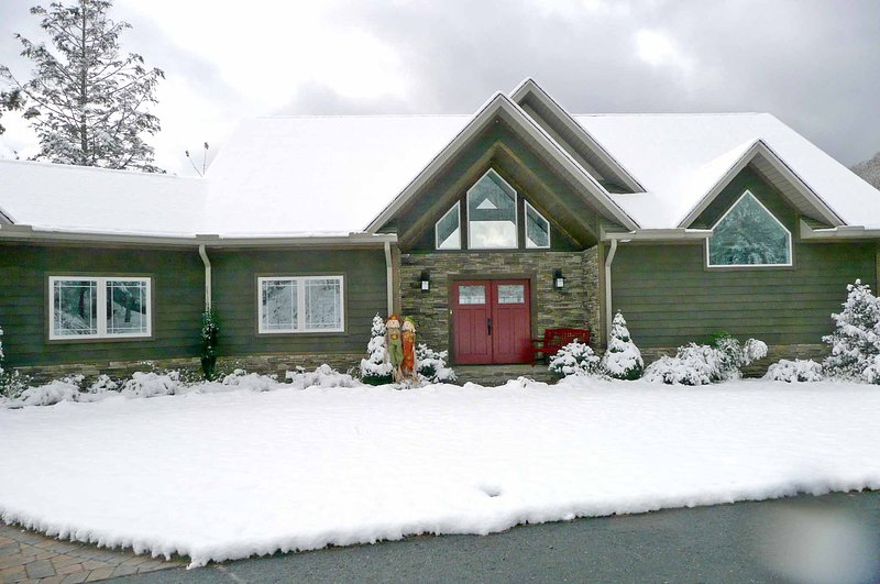 Gorgeous Mountain Top Luxury Home - 2 Miles to Ski-Easy Access- Fantastic Views! - Image 1 - Maggie Valley - rentals