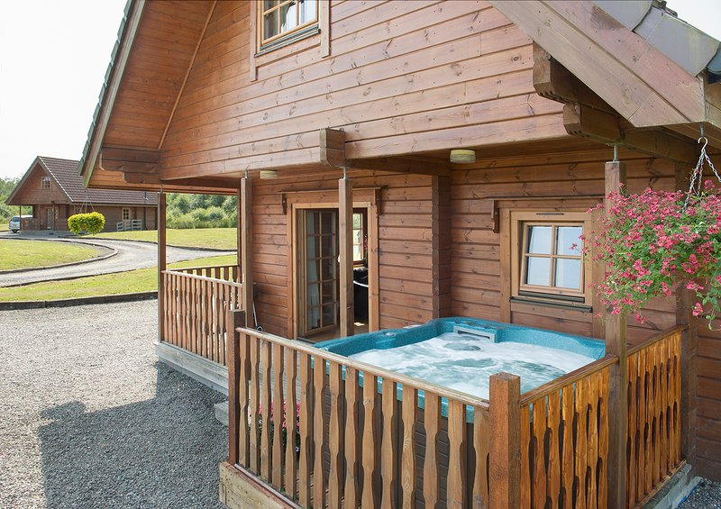 Enjoy a bubbley soak - Benview Lodges - Glasgow - rentals