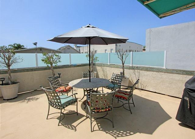 Peninsula Point Condo Steps To The Beach! Near Balboa Pier & Fun Zone (68297) - Image 1 - Newport Beach - rentals